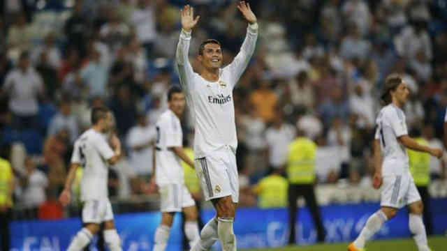 Ronaldo cheers the crowd and celebrates his game with Getafe