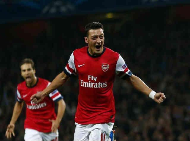 Ozil scores an amazing goal!