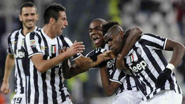 Paul Pogba celebrates with an amazing goal