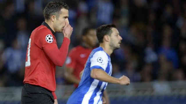 Robin Van Persie misses the penalty in the Champions League
