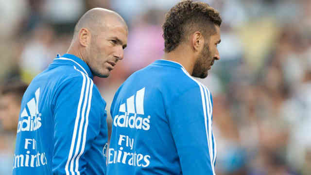 Zidane gives advice for Benzema and encourages him in Real Madrid