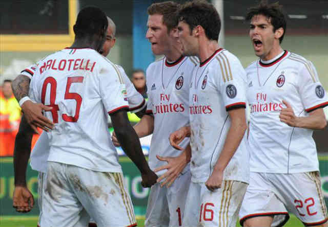 AC Milan celebrate with Balotelli with his goal
