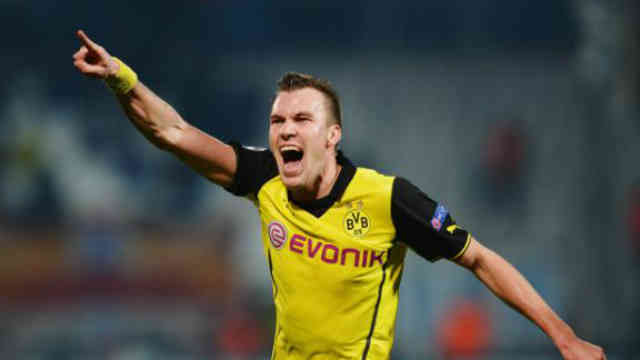 Grosskreutz seals the win for Dortmund and sends them through