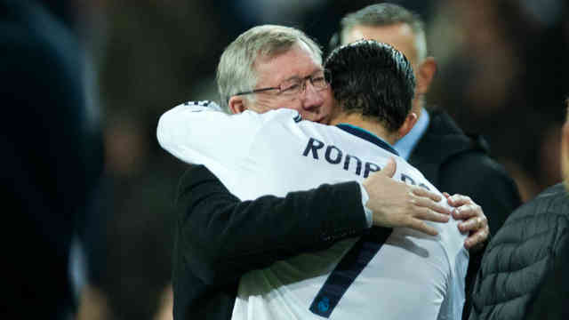 Ronaldo thanks his mentor and inspiration during the award for Ferguson