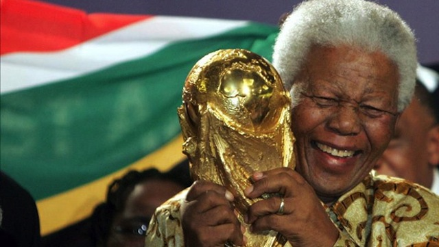 Nelson Mandela holding the World Cup