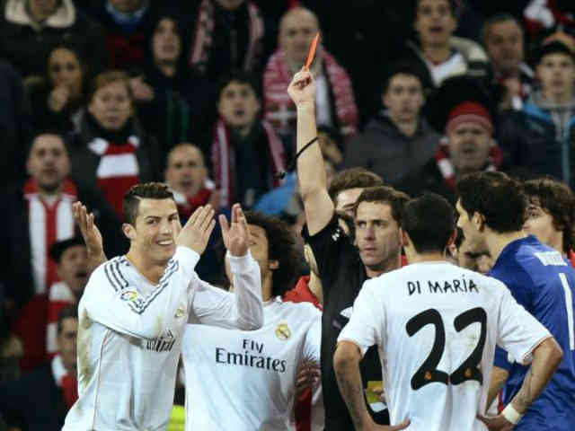 As Real Madrid get a draw in their game, CR7 suffers a red card